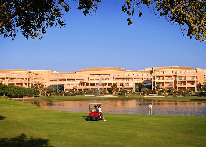 dingolfreise_spania_golfbane_Fachada-Hotel-desde-el-Campo-de-golf